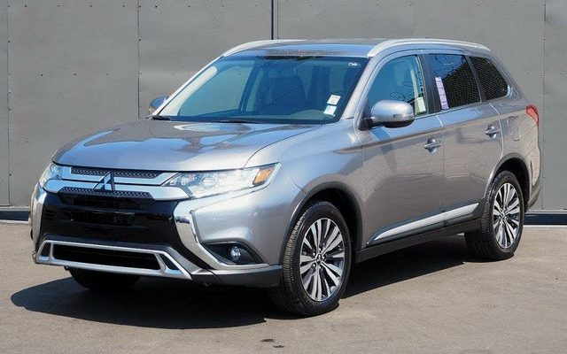 Mitsubishi Outlander from 2017 to 2020 models available for rent at empire rental cars at 445 empire boulevard best deals in New York City Brooklyn blue black red colors available as low as $250 empirerentalcars